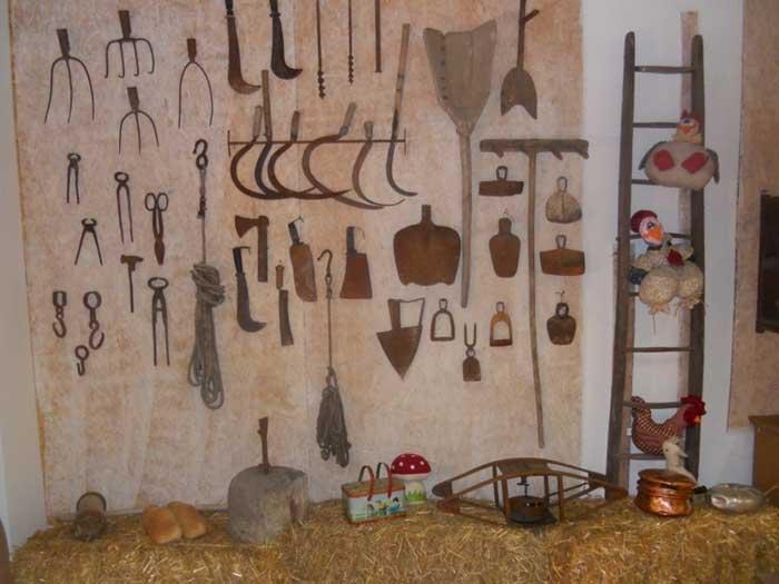 Antichi attrezzi agricoli dei contadini